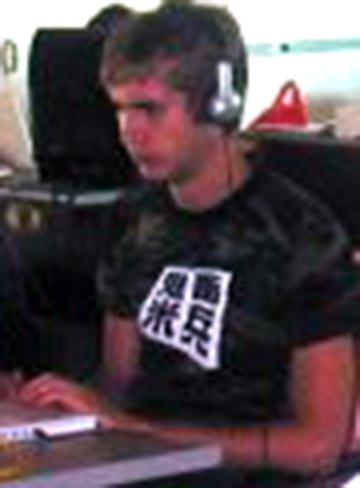 「鬼畜米兵」のTシャツ