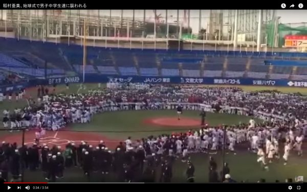 稲村亜美に中学球児殺到-2
